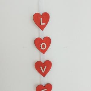 LOVE falidísz, Otthon & lakás, Dekoráció, Dísz, Ünnepi dekoráció, Szerelmeseknek, Festett tárgyak, Mindenmás, A szív mindig a szeretet és a szerelem jelképe. Nem csupán Valentin nap közeledtével, hanem egész év..., Meska