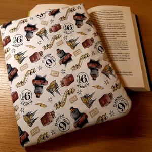 Harry Potter ölelhető könyvvédő tok 1., Otthon & Lakás, Papír írószer, Könyv- és füzetborító, Varrás, Te is könyvmoly vagy és félted a könyveidet? Neked is fáj a szíved, mikor cipekedés során a könyvbo..., Meska