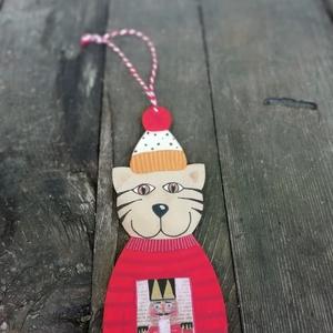 Diótörős cica karácsonyfadísz piros, Karácsony & Mikulás, Karácsonyfadísz, Vicces, egyedi, diótőrős pulcsis cica karácsonyfadísz. Minden darab kézzel festett fa alapra. A fest..., Meska