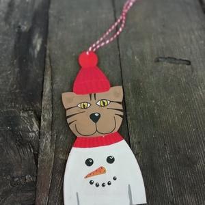 Hóemberes pulcsis cica karácsonyfadísz, Karácsony & Mikulás, Karácsonyfadísz, Vicces, egyedi, hóemberes pulcsis cica karácsonyfadísz. Minden darab kézzel festett fa alapra. A fes..., Meska