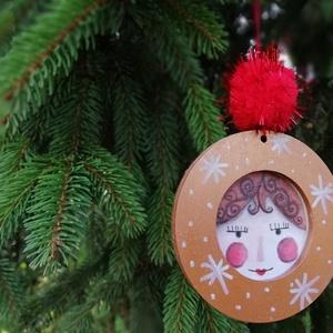 Angyal arcos karácsonyfadísz, Karácsony & Mikulás, Karácsonyfadísz, Kedves arcú angyalkák idén pompom díszt kaptak. A színük pedig fémes lett. A termékfotók nem adják á..., Meska