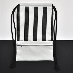 Textilbőr hátizsák, gymbag, Táska & Tok, Hátizsák, Gymbag, Varrás, Fekete és fehér színű textilbőr táska, és elől cipzáros zsebbel. Fekete színű pamutvászon béléssel. ..., Meska