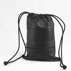 Textilbőr hátizsák, gymbag, Táska & Tok, Hátizsák, Gymbag, Varrás, Fekete színű textilbőr táska, és elől cipzáros zsebbel. Fekete színű pamutvászon béléssel. \n\nMérete:..., Meska