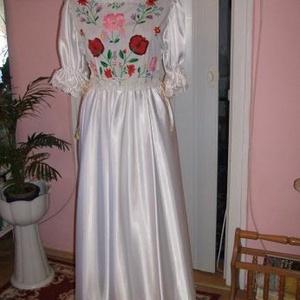 Menyasszonyi ruha, kalocsai himzéssel, selyem, Esküvő, Hímzés, Varrás, Nagyon szép selyem menyasszonyi- menyecske  ruha, hagyományos, kézi kalocsai himzéssel, két oldalán ..., Meska