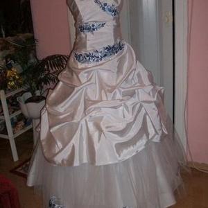 Menyasszonyi ruha, kalocsai himzett., Esküvő, Hímzés, Varrás, Nagyon szép, egyedi, elegáns, menyasszonyi ruha, düsesz - tüll alapanyagból, kalocsai gépi kék himzé..., Meska