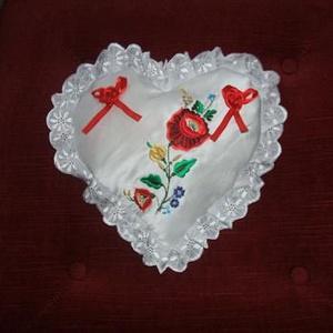 Kalocsai hímzett gyürüpárna., Gyűrűtartó & Gyűrűpárna, Kiegészítők, Esküvő, Hímzés, Varrás, Kalocsai hímzéssel díszített egyedi gyürüpárna. , Meska