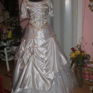 Menyasszonyi ruha, kalocsai arany hímzéssel., Menyasszonyi ruha, Ruha, Esküvő, Hímzés, Varrás, Egyedi tervezésű gyönyörű menyasszonyi ruhát kínálok. Anyaga düssesz, két részes, füzős, jól alakíth..., Meska