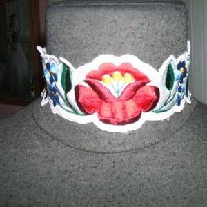 Kalocsai hímzett nyakpánt, egyedi készítés, Esküvő, Hímzés, Varrás, Kalocsai hímzett egyedi nyakpánt, méretre is rendelhető. Anyaga düsszes. Patenttal állítható...., Meska