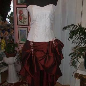 Menyasszonyi, menyecske, alkalmi, báli ruha, taft, raffolt, Menyecske ruha, Ruha, Esküvő, Varrás, Saját, egyedi tervezésű menyasszonyi,menyecske, alkalmi, báli ruhát kínálok. Anyaga taft. Elől rövid..., Meska