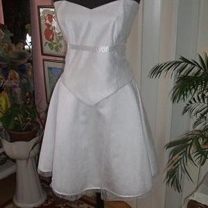 Menyasszonyi, báli, alkalmi ruha, rövid, két részes, füzős, Menyasszonyi ruha, Ruha, Esküvő, Gyöngyfűzés, gyöngyhímzés, Varrás, Egyedi tervezésü és készítésü elegáns menyasszonyi, báli, alkalmi ruha. Két részes, felsőrésze füzős..., Meska