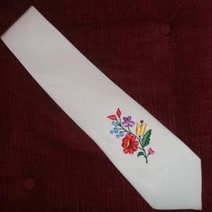 Kalocsai himzett férfi nyakkendő, Esküvő, Hímzés, Varrás, Kalocsai himzett férfi nyakkendő, egyedi készítés. Egyéb szinekben is rendelhető., Meska