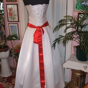 Menyasszonyi, báli ruha, düsesz, kalocsai hímzett. - Meska.hu