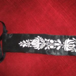 Kalocsai hímzett egyedi női nyakkendő., Nyakkendő, Férfi ruha, Ruha & Divat, Hímzés, Varrás, Kalocsai hímzett egyedi női nyakkendő. Különböző szinben is rendelhető. , Meska
