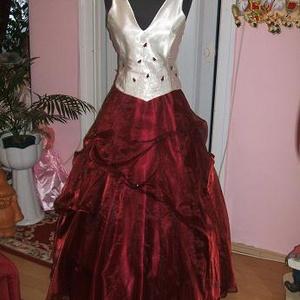 Koszorúslány, báli ruha, egyedi, himzett, 38-40, Esküvő, Menyasszonyi ruha, Hímzés, Varrás, Nagyon elegáns bordó- ekrü koszorúslány, báli, szalagavatós ruha. Két részes, hátán füzős, jól alakí..., Meska