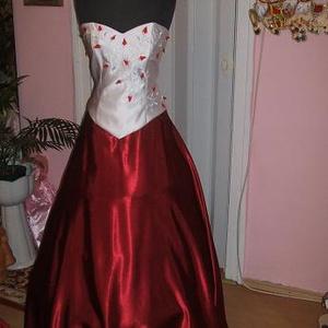 Koszorúslány, báli, szalagavatós ruha, 38-40, Esküvő, Menyasszonyi ruha, Hímzés, Varrás, Himzett koszorúslány, báli, szalagavatós ruha. Két részes, füzős, jól alakítható. Mérete:  38-40..., Meska