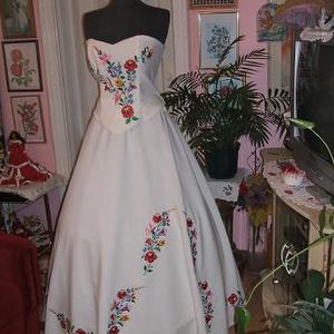 Menyasszonyi ruha, kalocsai himzett, egyedi, , Esküvő, Menyasszonyi ruha, Ruha, Hímzés, Varrás, Meska
