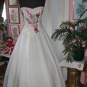 Menyasszonyi ruha, kalocsai himzett, két részes, füzős. - Meska.hu