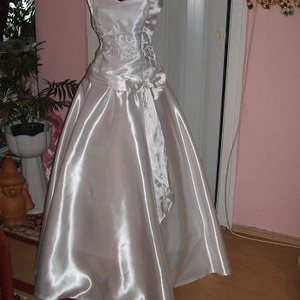 Menyasszonyi ruha, fehér himzéssel készítve, , Menyasszonyi ruha, Ruha, Esküvő, Hímzés, Varrás, Menyasszonyi ruha, fehér kalocsai himzéssel készítve, két részes, füzős, jól alakítható. \nMérete: 40..., Meska