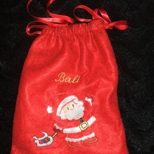 Mikulás, ajándék zsákok, hímzett, névre szóló, Karácsony & Mikulás, Mikulás, Hímzés, Varrás, Mikulás, ajándék zsákokat készítek, hímzett képpel, névre szólóan. \nRendeld meg és névre szólóan kap..., Meska