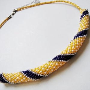"""Sárga-kék-fehér csíkos és pöttyös gyöngyhorgolt nyaklánc sárga bőrrel, Ékszer, Nyaklánc, Gyöngyfűzés, gyöngyhímzés, Horgolás, Az apró gyöngyökből készült nyaklánc a tengerész stílusú \""""Vízparty\"""" kollekció egy kedvelt darabja. G..., Meska"""