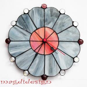 Szürke-márványos bogyós virág  tiffany falióra, Lakberendezés, Otthon & lakás, Dekoráció, Esküvő, Ballagás, Ünnepi dekoráció, Üvegművészet, Fémmegmunkálás, Tiffany technikával készült falióra, szürke márványos és piros-narancs-hússzín üvegek felhasználásáv..., Meska