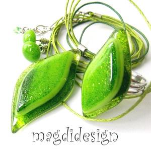 Csillámporos zöld levél üvegékszer szett, nyaklánc, gyűrű, fülbevaló, Ékszer, Gyűrű, Fülbevaló, Medál, Ékszerkészítés, Üvegművészet, Elegáns, levél formájú medál, gyűrű és hozzá illő fülbevaló.  Áttetsző zöld mintás és zöld, hullámzó..., Meska