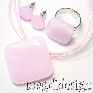Púderes rózsaszín üvegékszer szett, nyaklánc, gyűrű, fülbevaló (magdidesign) - Meska.hu