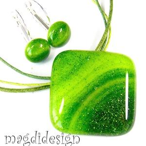 Hullámzó, csillámos zöld tenger üvegékszer szett, nyaklánc, kapcsos fülbevaló, Ékszer, Medál, Fülbevaló, Ékszerkészítés, Üvegművészet,  Zöld, csillogó, mintás  ékszerüveg felhasználásával készült ez az elegáns medál és kapcsos fülbeval..., Meska
