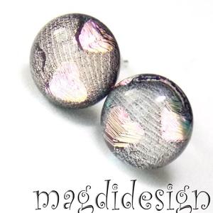 Rózsaszín-beige szívecskés üvegékszer stiftes fülbevaló, Táska, Divat & Szépség, Ékszer, Fülbevaló, Ékszerkészítés, Üvegművészet, Színjátszó, púderes, beige, rózsaszín, szürke mintás dichroic ékszerüveg felhasználásával készült a ..., Meska