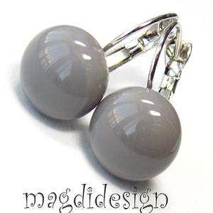 Középszürke üvegékszer kapcsos fülbevaló, Ékszer, Fülbevaló, Táska, Divat & Szépség, Ékszerkészítés, Üvegművészet, Középszürke ékszerüveg felhasználásával készült a kapcsos fülbevaló, olvasztásos technikával.\nA fülb..., Meska
