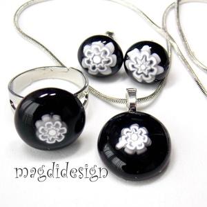 Fehér kis virágok  üvegékszer szett, nyaklánc, gyűrű, pötty fülbevaló  (magdidesign) - Meska.hu
