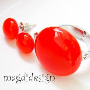 Áttetsző tüzes vörös üvegékszer szett, gyűrű, stiftes fülbevaló, Ékszer, Fülbevaló, Gyűrű, Esküvő, Ékszerkészítés, Üvegművészet, Élénk, áttetsző piros-vörös ékszerüveg felhasználásával készült a gyűrű és a stiftes fülbevaló, olva..., Meska