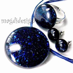Kék aventurin csillogás üvegékszer szett, nyaklánc, gyűrű, fülbevaló, Ékszer, Nyaklánc, Gyűrű, Fülbevaló, Ékszerkészítés, Üvegművészet, Csillogó, kék aventurin üveg felhasználásával készült a medál, a gyűrű és a fülbevaló, olvasztásos t..., Meska