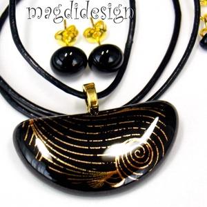 Geometrikus aranyfény 1 üvegékszer szett, nyaklánc, stiftes fülbevaló, Ékszer, Medál, Fülbevaló, Ékszerkészítés, Üvegművészet, Csillogó arany mintás dichroic ékszerüveg és   fekete ékszerüveg felhasználásával készült a medál és..., Meska