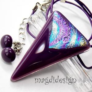 Lila színjáték üvegékszer szett, nyaklánc, pötty fülbevaló, Ékszer, Fülbevaló, Medál, Ékszerszett, Ékszerkészítés, Üvegművészet, Sötétlila és csillogó arany-kék-lila mintás dichroic ékszerüveg felhasználásával készült a medál és ..., Meska