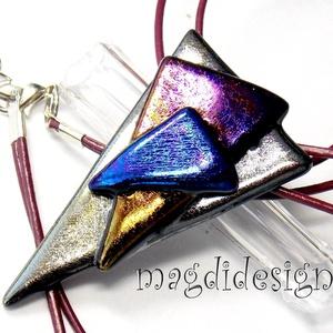 Fémes fényű ezüst-bíbor-kék üvegékszer nyaklánc , Ékszer, Medál, Ékszerkészítés, Üvegművészet, Óriási választék eozinos ékszerekből boltomban! Elegáns, vagány, feltűnő, háromszög formájú ezüst-ar..., Meska