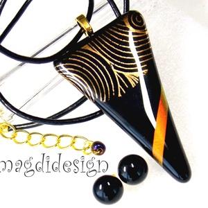 Fekete arany fényjáték üvegékszer szett, nyaklánc, stiftes fülbevaló, Ékszer, Fülbevaló, Medál, Ékszerszett, Ékszerkészítés, Üvegművészet, Fekete és csillogó arany, vörös-arany dichroic ékszerüveg felhasználásával készült a medál és a stif..., Meska