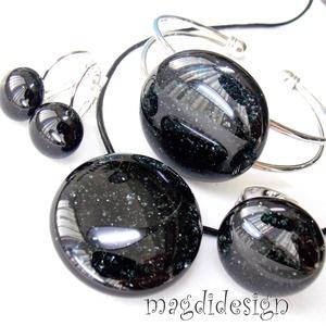 Éj-fekete szikrázás üvegékszer szett, nyaklánc, karkötő, gyűrű, kapcsos fülbevaló, Ékszer, Medál, Karkötő, Gyűrű, Ékszerkészítés, Üvegművészet, Csillogó, fekete aventurin ékszerüveg felhasználásával készült a nyaklánc, a gyűrű, a karkötő és a k..., Meska