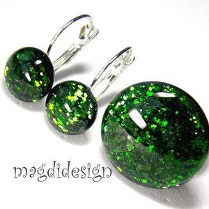 Pici zöld csillogás üvegékszer szett, gyűrű, kapcsos fülbevaló , Ékszer, Gyűrű, Táska, Divat & Szépség, Fülbevaló, Ékszerkészítés, Üvegművészet, Csillogó, zöld aventurin üveg felhasználásával készült a gyűrű és a stiftes fülbevaló, olvasztásos t..., Meska