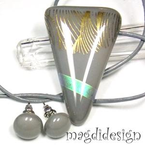 AKCIÓ! Hullámzó arany kék  üvegékszer szett, nyaklánc, kék stiftes fülbevaló, Ékszer, Medál, Fülbevaló, Ékszerszett, Szürke és csillogó arany, türkizkék dichroic ékszerüveg felhasználásával készült a medál és a stifte..., Meska