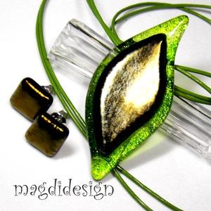 Aranyló zöld levél üvegékszer szett, nyaklánc, fülbevaló, Ékszer, Fülbevaló, Medál, Ékszerszett, Ékszerkészítés, Üvegművészet, Elegáns, levél formájú medál és hozzá illő fülbevaló.  Áttetsző zöld és csillogó, arany ékszerüveg ..., Meska