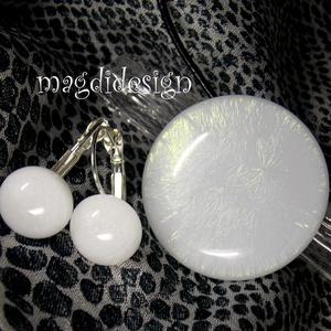 Szivárványos hópihe üvegékszer szett, nyaklánc, kapcsos fülbevaló, Ékszer, Fülbevaló, Medál, Esküvő, Esküvői ékszer, Ékszerkészítés, Üvegművészet, Elegáns, feltűnő, hófehér csillogó, üveg medál és kapcsos fülbevaló. Hófehér csillogó ékszerüveg fel..., Meska