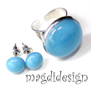 Keretbe zárt pasztell kék üvegékszer szett, gyűrű, stiftes fülbevaló, Ékszer, Táska, Divat & Szépség, Gyűrű, Fülbevaló, Ékszerkészítés, Üvegművészet, Pasztell kék ékszerüveg felhasználásával készült ez az elegáns gyűrű és fülbevaló, olvasztásos techn..., Meska