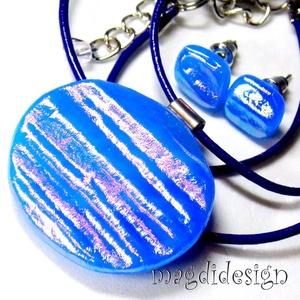 Kékülő színjáték üvegékszer szett nyaklánc, stiftes fülbevaló, Ékszer, Medál, Fülbevaló, Ékszerszett, Ékszerkészítés, Üvegművészet, Csillogó kék, arany, lila, pink színek kavalkádja. Szabálytalan forma és hullámzó felület jellemzi a..., Meska