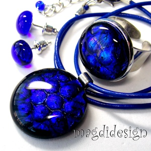 Kék buborékok dichroic  üvegékszer szett, nyaklánc, gyűrű, fülbevaló, Ékszer, Medál, Gyűrű, Fülbevaló, Ékszerkészítés, Üvegművészet, Csillogó, kék-fekete mintás dichroic ékszerüveg felhasználásával készült a nyaklánc, a gyűrű és a st..., Meska