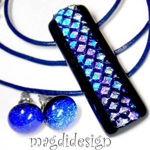 Kék-lila dichroic üvegékszer szett, nyaklánc, stiftes fülbevaló, Ékszer, Medál, Fülbevaló, Ékszerszett, Ékszerkészítés, Üvegművészet, Csillogó, mintás kék-lila dichroic és fekete ékszerüveg felhasználásával készült a medál és a stifte..., Meska