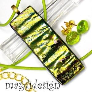 Aranyló zöld színjáték üvegékszer szett nyaklánc, stiftes fülbevaló, Ékszer, Fülbevaló, Medál, Ékszerszett, Ékszerkészítés, Üvegművészet, Csillogó arany, zöld, kék színek kavalkádja. Szabálytalan, hullámzó felület jellemzi az üveg medált,..., Meska
