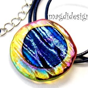 Aranyló kék színjáték üvegékszer nyaklánc, Ékszer, Medál, Nyaklánc, Táska, Divat & Szépség, Ékszerkészítés, Üvegművészet, Csillogó óarany, pink, sárga, kék színek kavalkádja. Szabálytalan forma és hullámzó felület jellemzi..., Meska