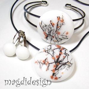 Japán cseresznye virágzás üvegékszer szett, nyaklánc, karkötő, kapcsos fülbevaló, Ékszer, Medál, Fülbevaló, Karkötő, Ékszerkészítés, Üvegművészet, Hófehér, fekete-rózsaszín mintás ékszerüveg felhasználásával készült a medál, a karkötő, és a kapcs..., Meska