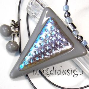 Ezüst-kék fényjáték üvegékszer szett, nyaklánc, stiftes fülbevaló orvosi acél, Ékszer, Medál, Fülbevaló, Ékszerszett, Csillogó ezüst-kék mintás dichroic és szürke ékszerüveg felhasználásával készült a medál és a stifte..., Meska